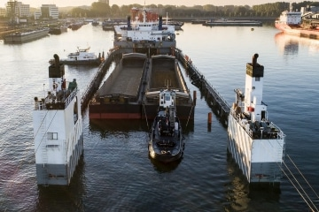 Submersable vessel for heavy lift projects